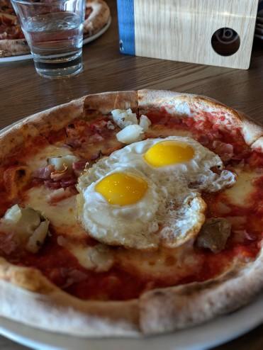 Sunny-Side-Up Pizze